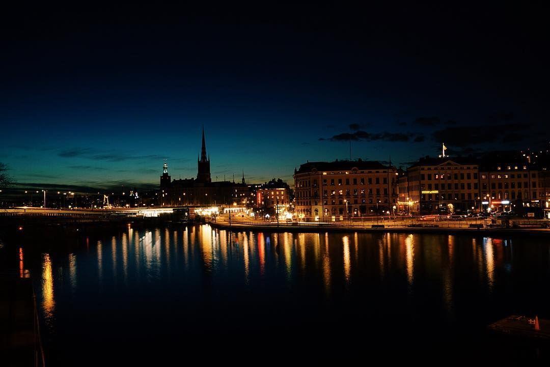 20:51 #stockholm  #vscocam #vsco_sweden #vscovisual #sonyrx1r #this_is_stockholm #we_love_stockholm #exploreeverything #justgoshoot #urbanromantix #bigcitylights #bestofscandinavia #sweden