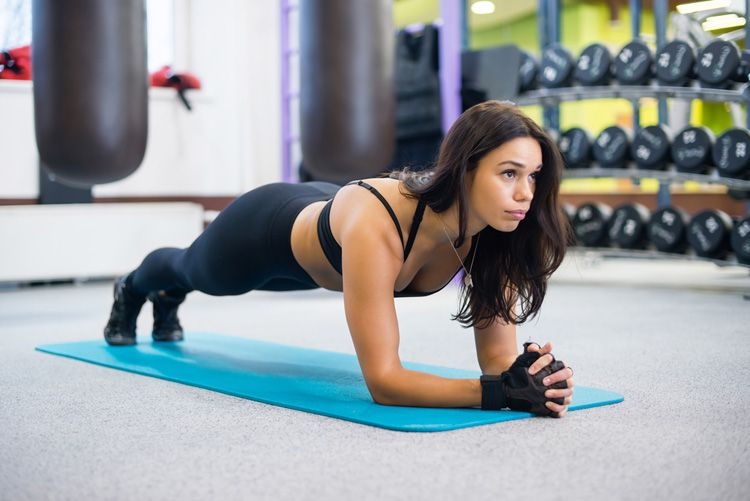 With a total of seven moves, this simple lower body home workout targets your abs, butt, and legs! It's guaranteed to make your heart race and muscles burn.