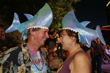 Jimmy Buffett brings Parrotheads to Phoenix party | PARTY