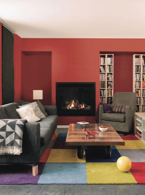 un m lange de lie de vin et d 39 ocre pour r chauffer le salon mur salon living room designs. Black Bedroom Furniture Sets. Home Design Ideas