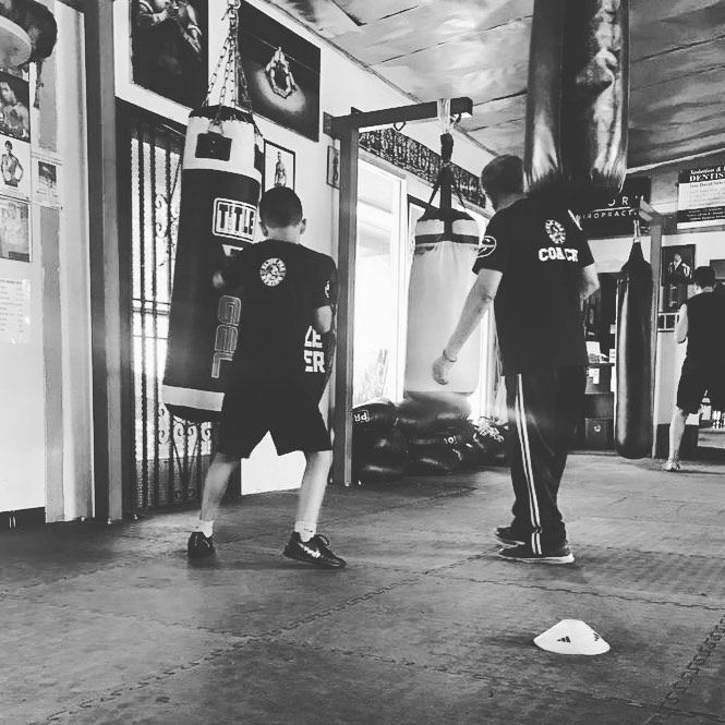 🥊 #boxing #boxeo #saturday #training #summer #everlast #coach  #punchingbag #discipline #strong #eli...