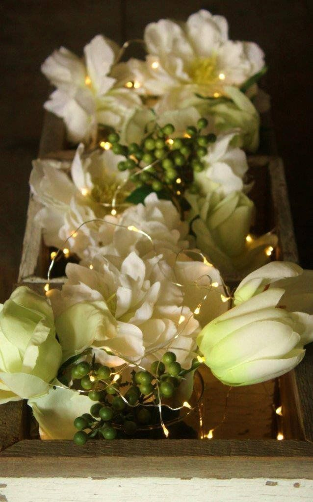 Flower centerpieces for wedding with tiny fairy lights for Lighted wedding centerpieces ideas
