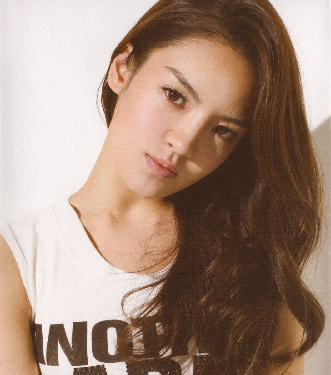 Korean Long Hairstyles With Soft Curls Hair For Young Women From - Styling long hair