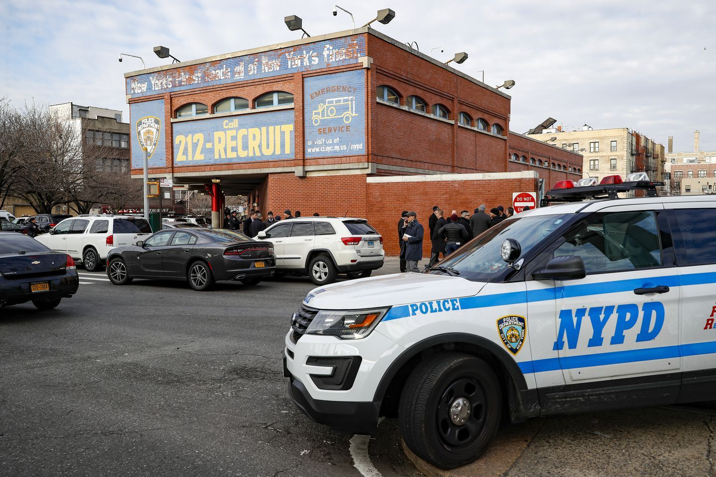 Two Bronx Officers Shot In Separate Focused Attacks Within 12 Hours Https Whomtech Com 2020 02 09 Two Bro In 2020 Police Officer Shot New York Police Police Officer
