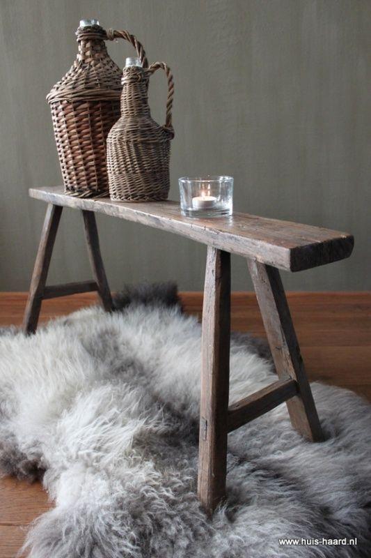 Oud houten bankje home pinterest bankjes voor het huis en huisdecoratie - Oude huisdecoratie ...