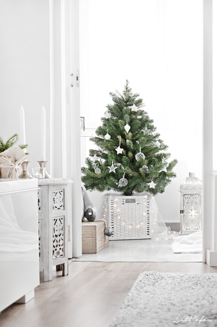 Littlefew Blog // Our new Christmas Decoration. White decor, natural ...