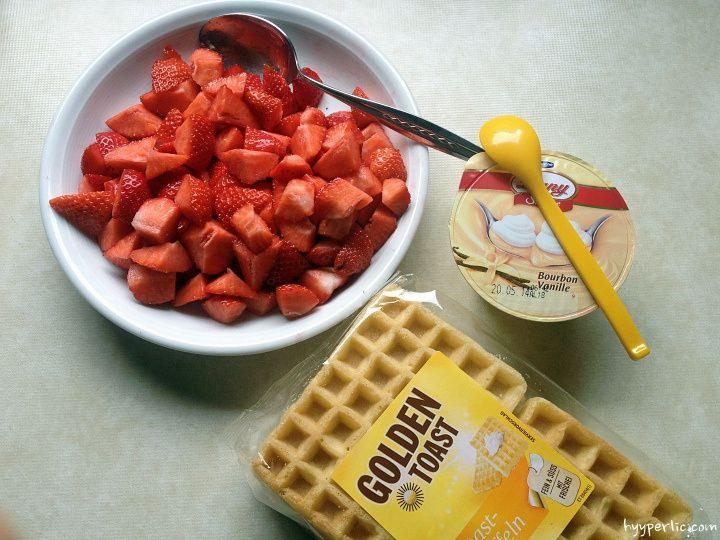 Erdbeer-Waffeln mit Vanillepudding (schneller Erdbeerkuchen)