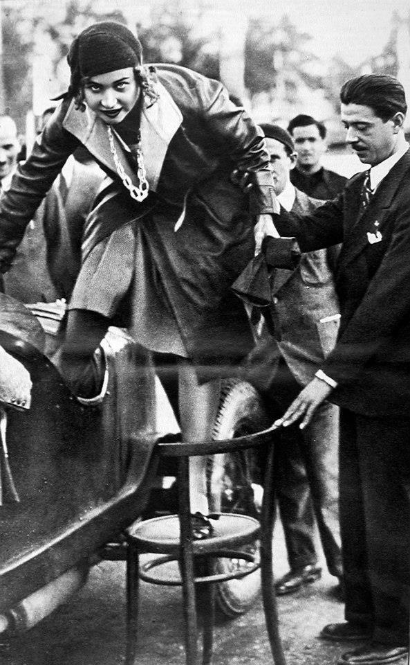 Maria José de Belgique (  http://fr.wikipedia.org/wiki/Marie-José_de_Belgique)     Maria José scende dall'Alfa    Monza, settembre 1930. La Principessa Maria José di Savoia scende dall'Alfa Romeo di Borzacchini aiutata da Prospero Gianferrari.