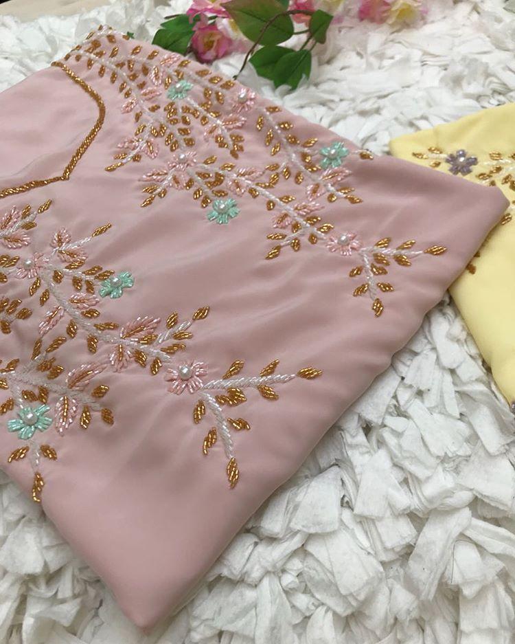 مخاوير الكادي Sur Instagram اسحبوا الشاشه وشوفوا الالوان Embroidery Designs Handmade Dressess