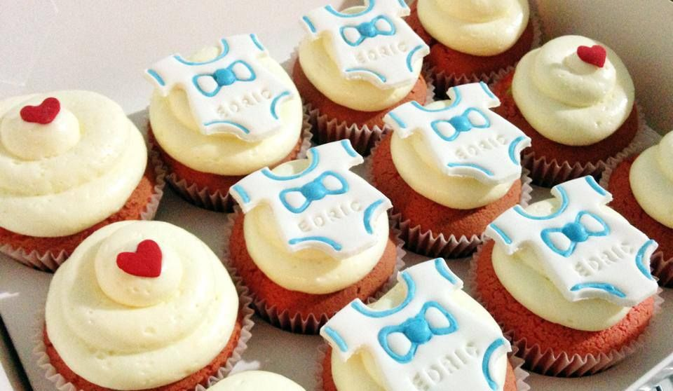 Set Of 12 Cupcakes With Customised Baby Name With Images 12