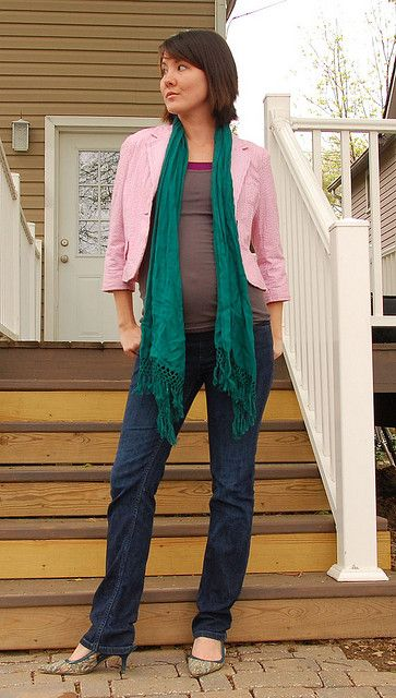 Adorable blog of maternity outfits, using maternity clothes and regular clothes. Super cute.