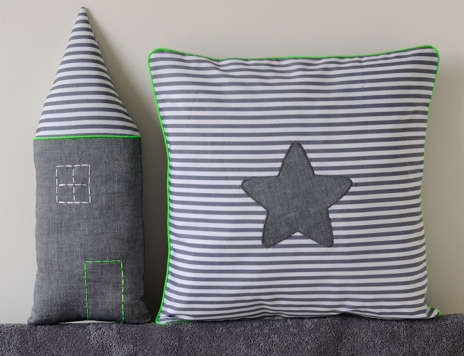 Coussins fluo touch cushions créations textiles pinterest