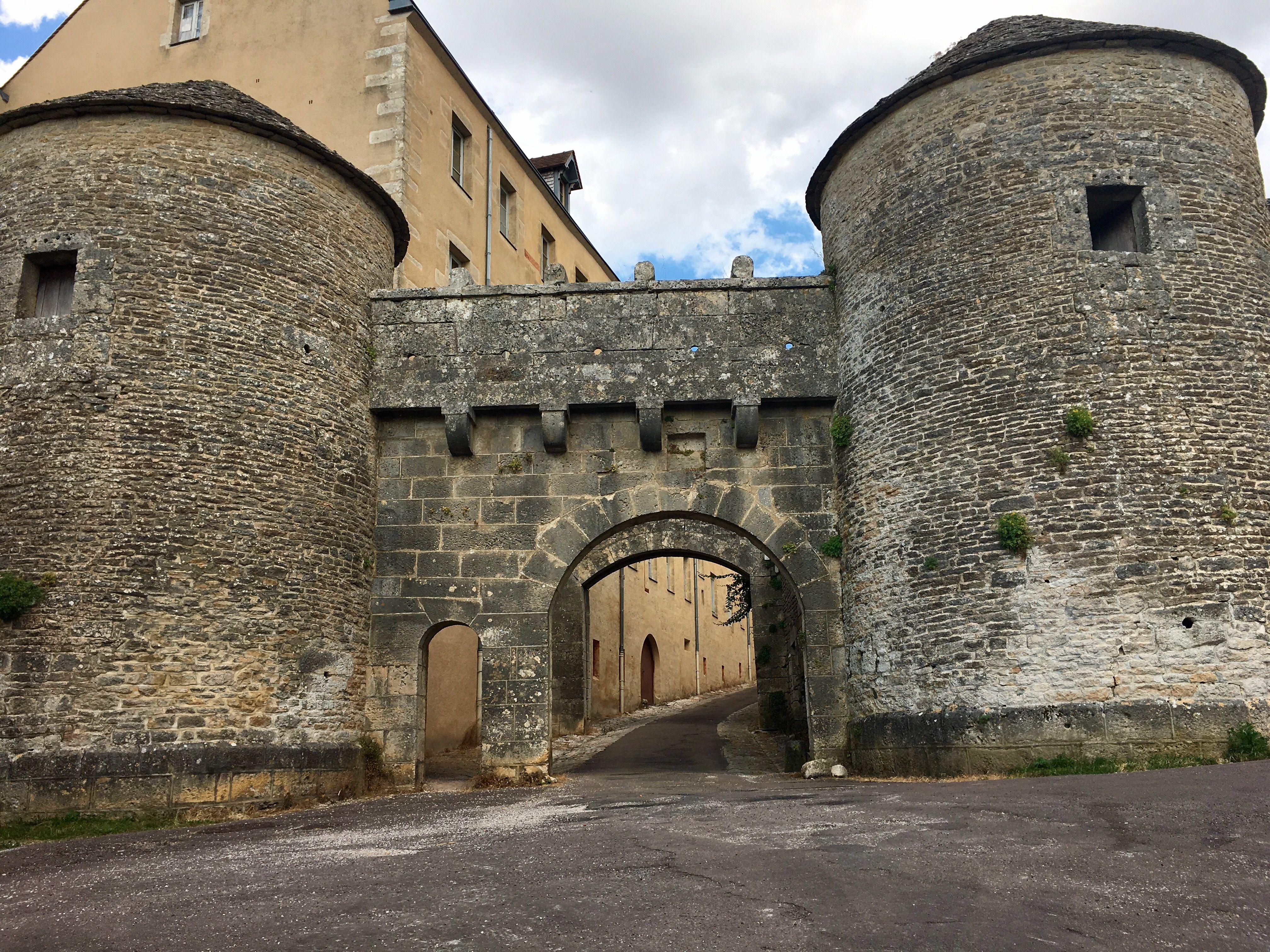 Flavigny-sur-Ozerain   Région bourgogne, Village francais