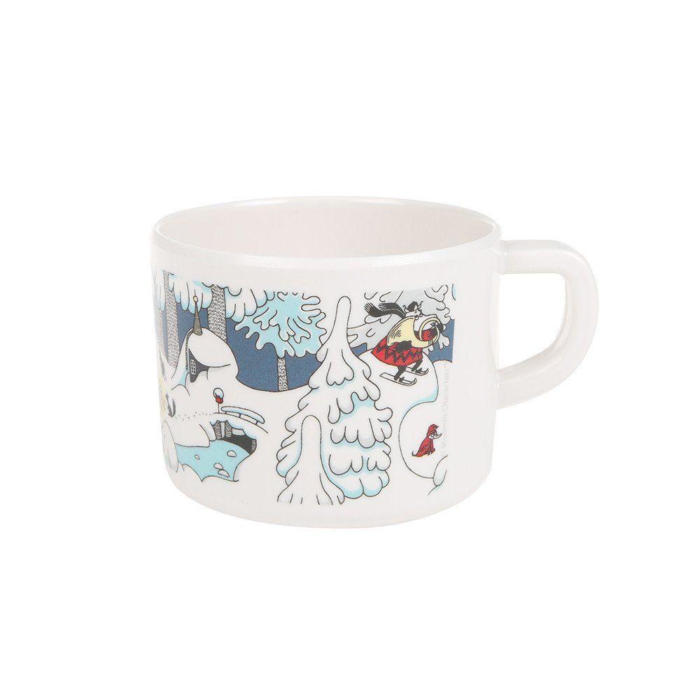 Beautiful Winter themed plastic mug featuring beloved Moomin characters. Size10 x 6 x 8 cm, 2,5 dlKaunis Muumi Talvimaa muki lapsille, jossa nähdään rakastettuja Muumi-hahmoja. 2,5 dl, koko: 10 x 6 x 8 cm.Vacker Mumin mugg av plast perfekt för barn med vintrigt tema. 2,5 dl, storlek: 10 x 6 x 8 cm.