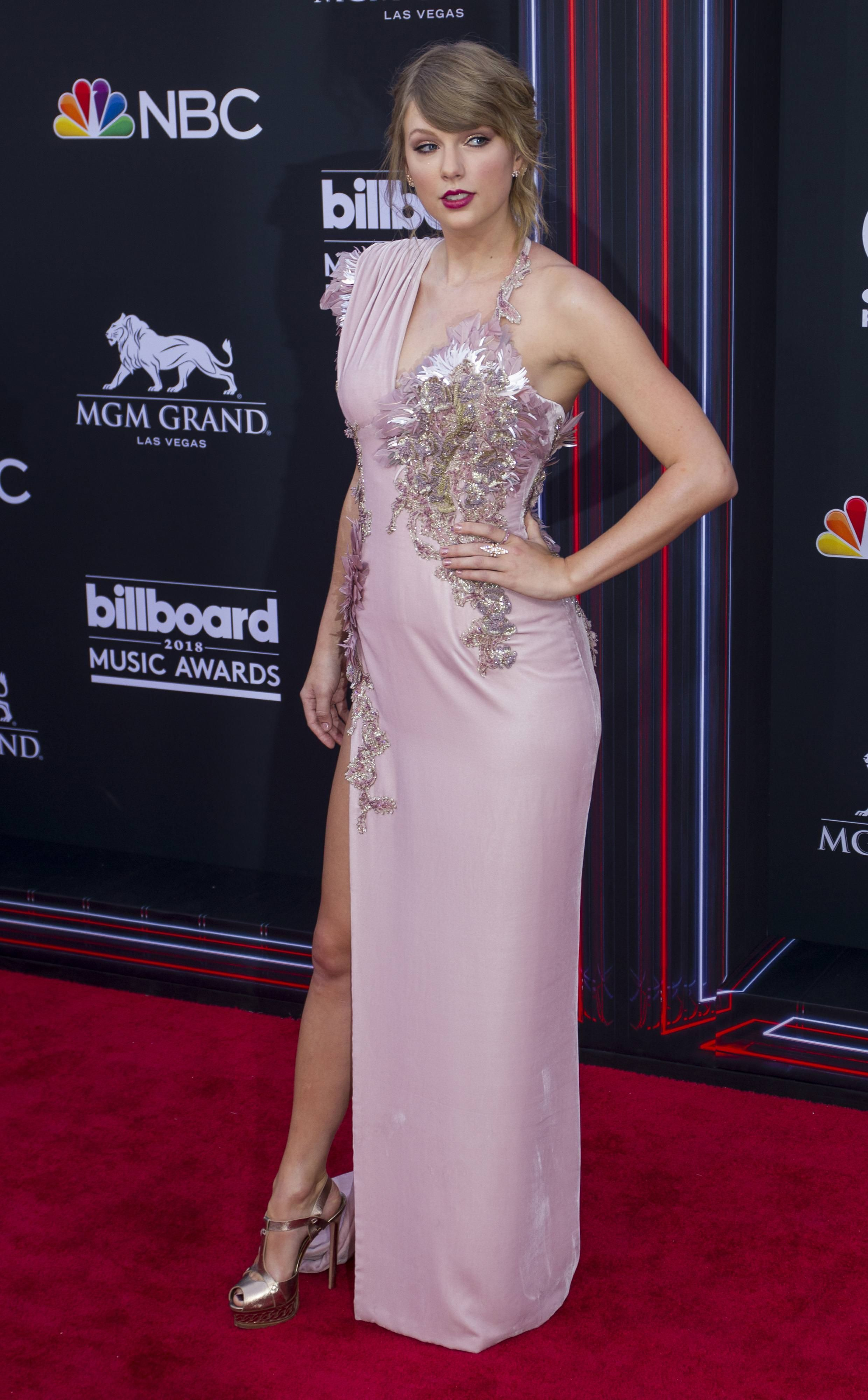 Taylor Swift BBMA 2018. | Taylor swift outfits, Taylor ...