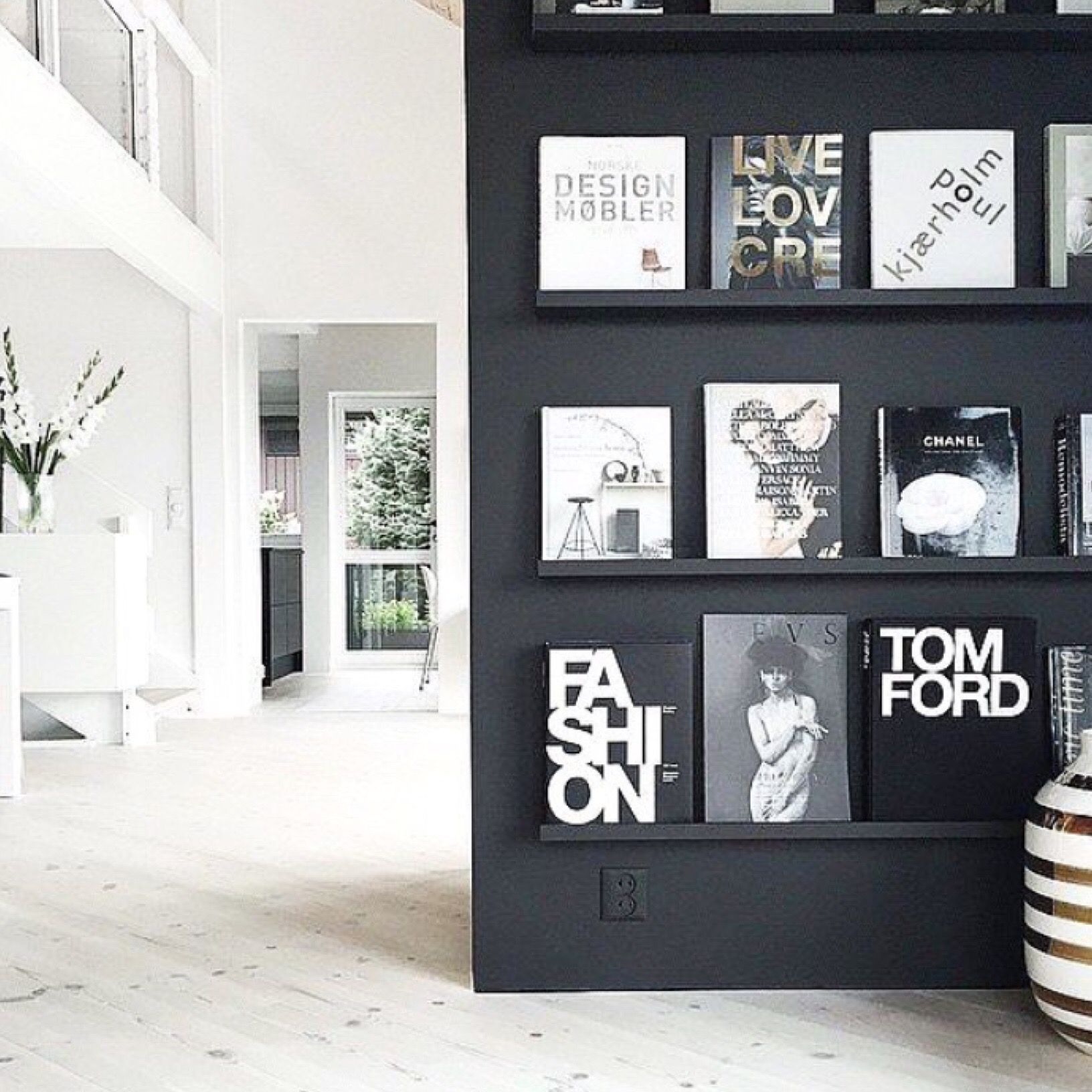 Creative way to display your books | Bookcases, shelving etc ...
