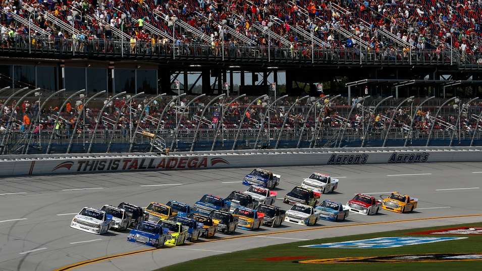 NASCAR reduces 2015 Truck Series fields to 32 drivers