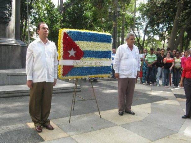 Ofrenda floral Plaza Bolivar