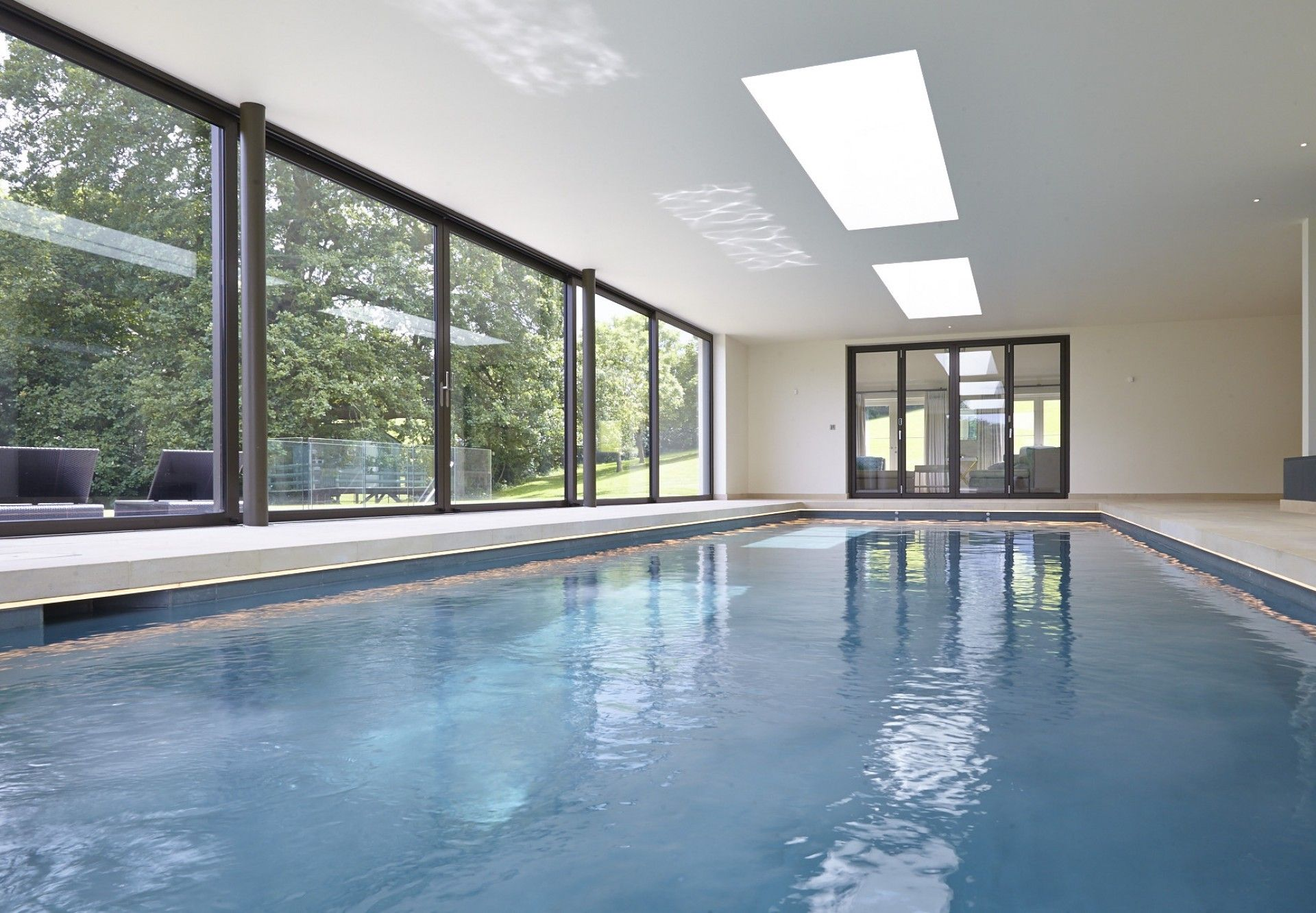 Indoor swimming pool with counter current units in the ...