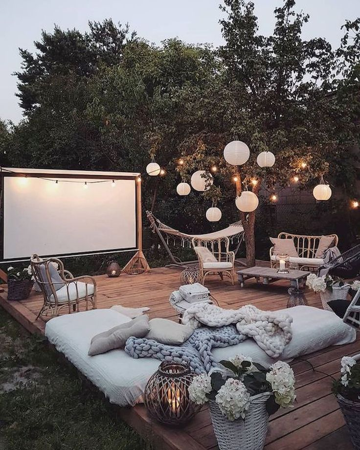 Summer goals! This looks like a dream summer evening and I can't wait to start creating these kinds of memories here in the south! #SummerMemories #SummerActivities #BackyardMovieNight #MovieNight #BackyardIdeas