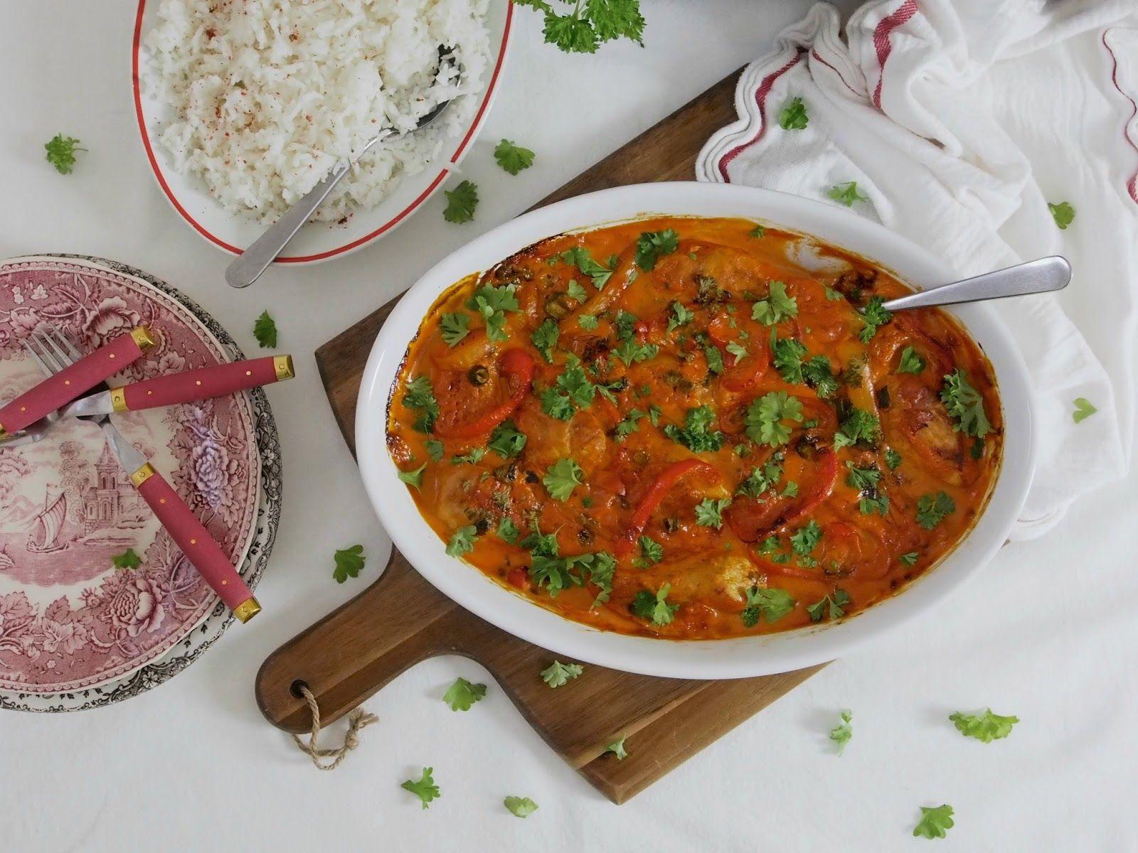 Keittiöstä leijuu hurmaava tuoksu ja eikä ihme, kanaa Igorin tapaan eli Igorin kanaa on tuloillaan! Pehmeä suussa sulava kana, makea paprika, sipuli, persilja, maustekurkku ja herkullinen kastike smetanasta, niistä on Igorin kana tehty. Tämä ruoka on sulattanut monen pöydässämme käyneen vierailijan sydämen ja se onkin perheemme ehdoton suosikkiruoka!