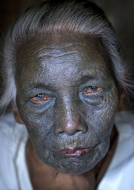 1f028dec2 Photographer's Note: I ventured to Kanpelet village in search of the women  from the U Pu tribe who have the incredibly rare whole face tattoo.