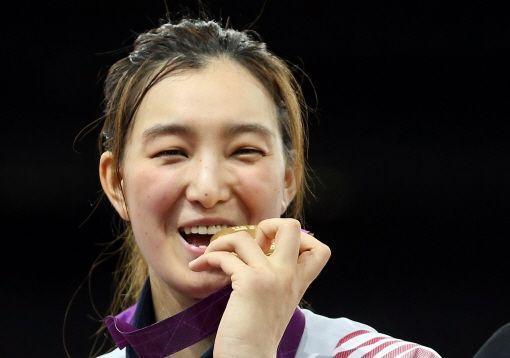 태권 미녀 황경선 golden smile