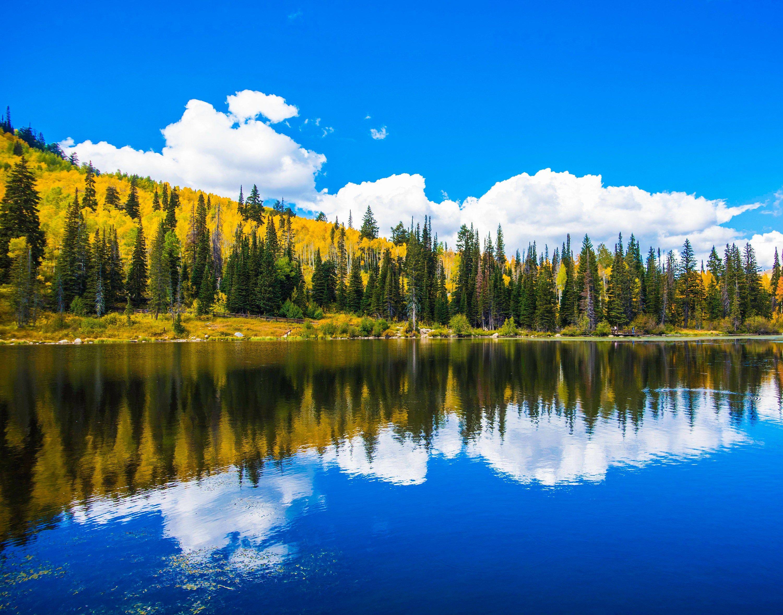 Landscape Mountain Lake Autumn Colors Silver Lake Utah In 2020 Sky Resort Silver Lake Landscape