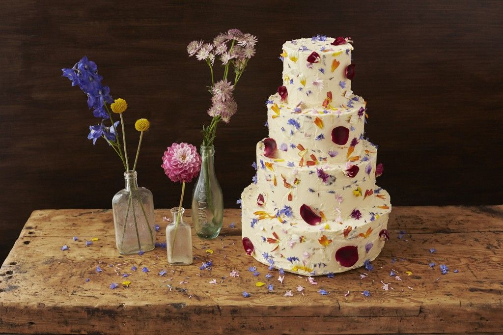 http://beesbakery.co.uk/wedding-cakes-and-favours/#sthash.75VjMJCr.dpbs. Edible flowers by http://maddocksfarmorganics.co.uk