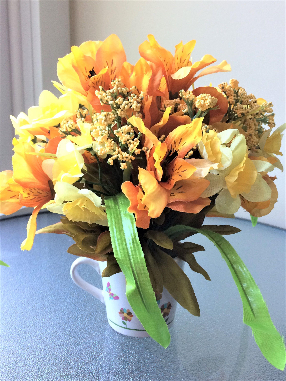 Blue Daisy Flower Arrangement, Small Silk Centerpiece, Artificial Flowers, Red