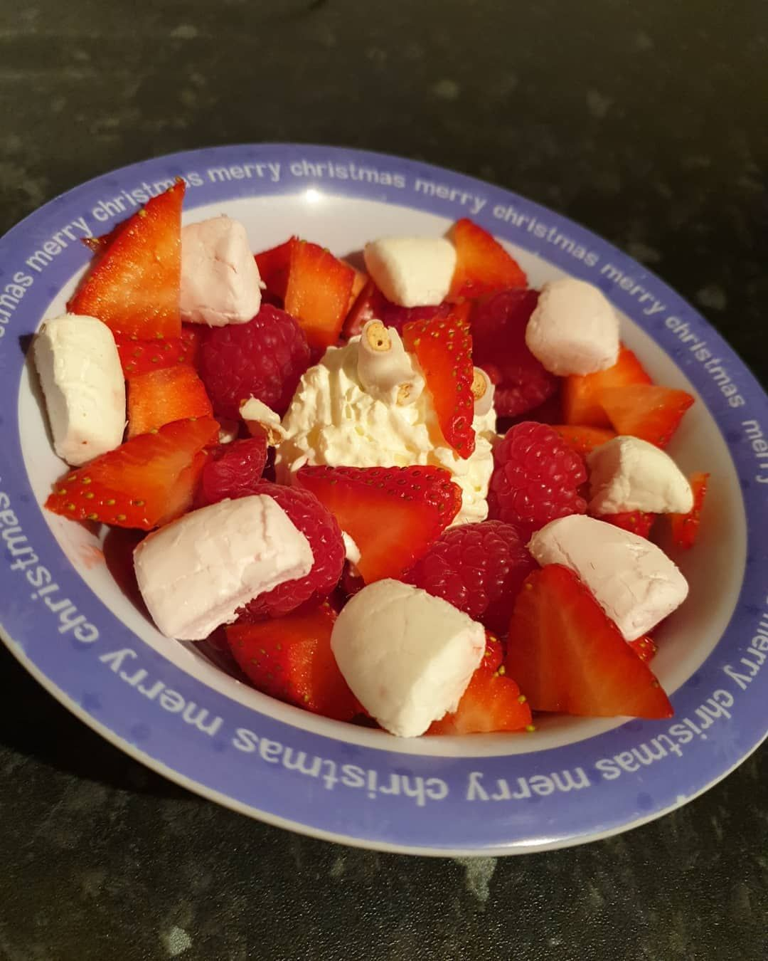 Proper Fancied A Treat And Voila 5 Syns Of Loveliness Strawberries And Raspberries S 2x Marshmallow 2 2 Flips White Fudge 2 And Food Blog Food Fudge