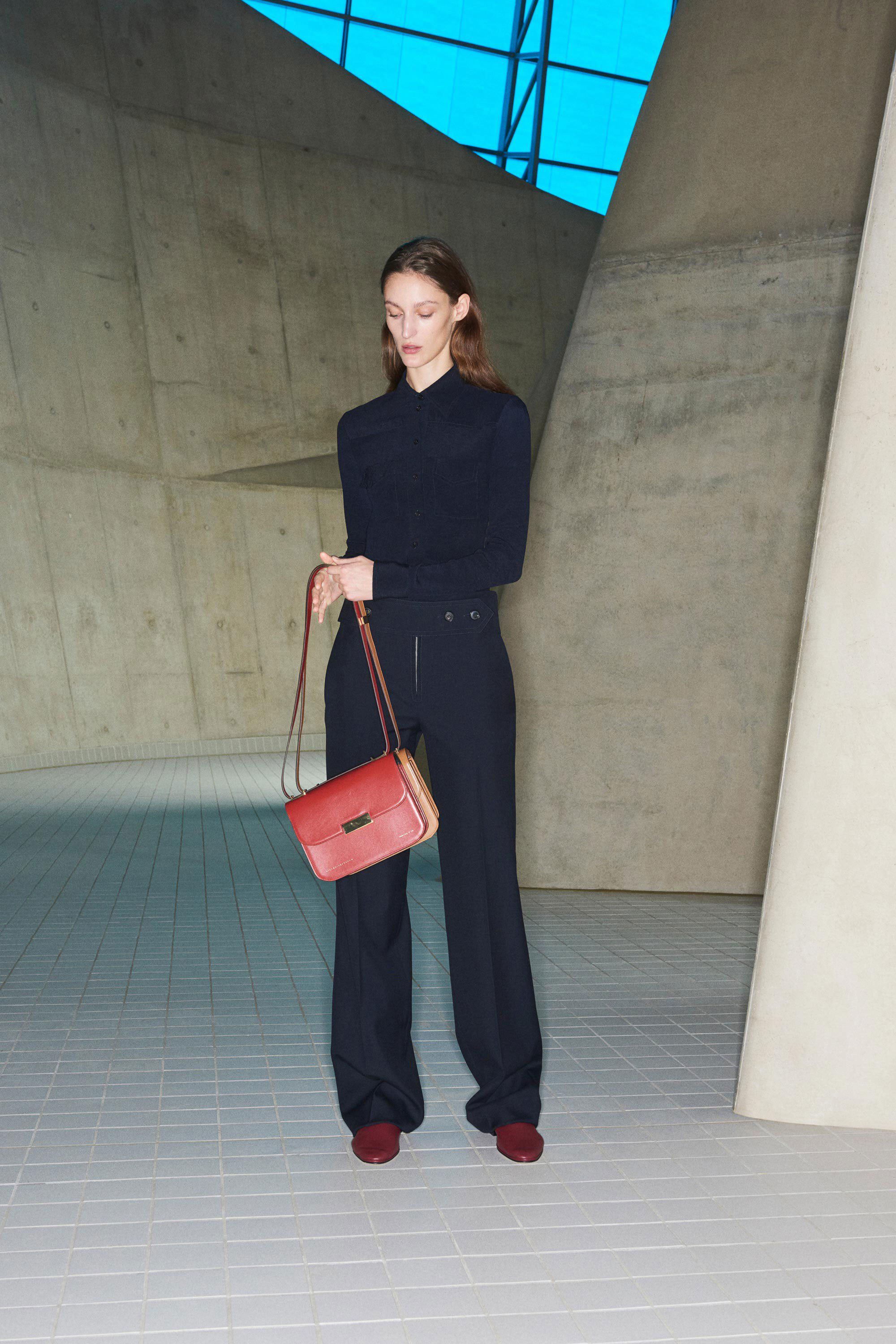 Victoria Beckham Pre-Fall 2019 Collection Unveils Powerful Accessory Offerings