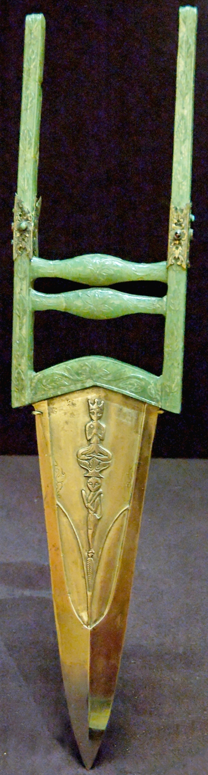 Indian (Mughal)  katar, 17th to 18th century, steel blade decorated with figures of divinities in relief, jade and steel hilt inlaid with gold and semi-precious stones. Louvre Museum.
