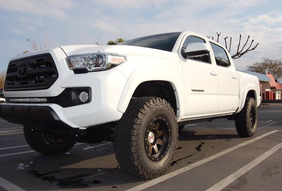 Blacked out SR5 grill Toyota Toyota