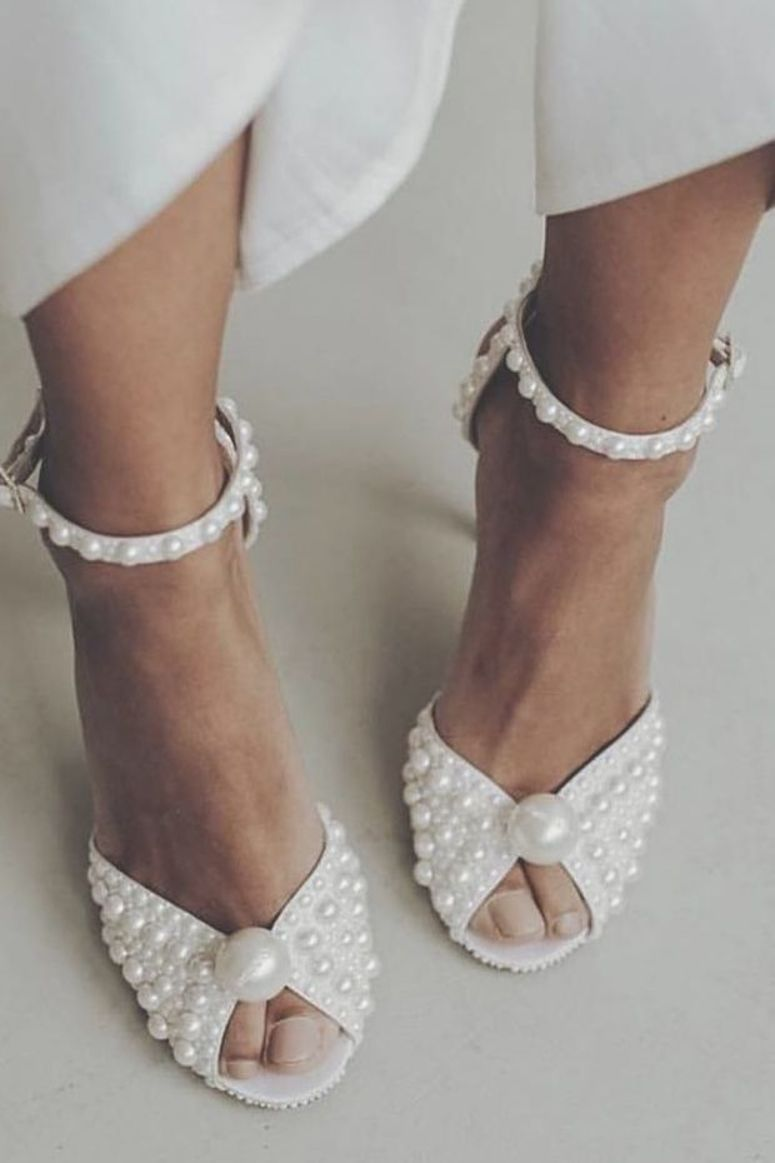 30 Beach Wedding Shoes That Inspire Beach Wedding Shoes We Would Like To Inspire You With Aw Strappy Wedding Shoes Beach Wedding Shoes Disney Wedding Shoes
