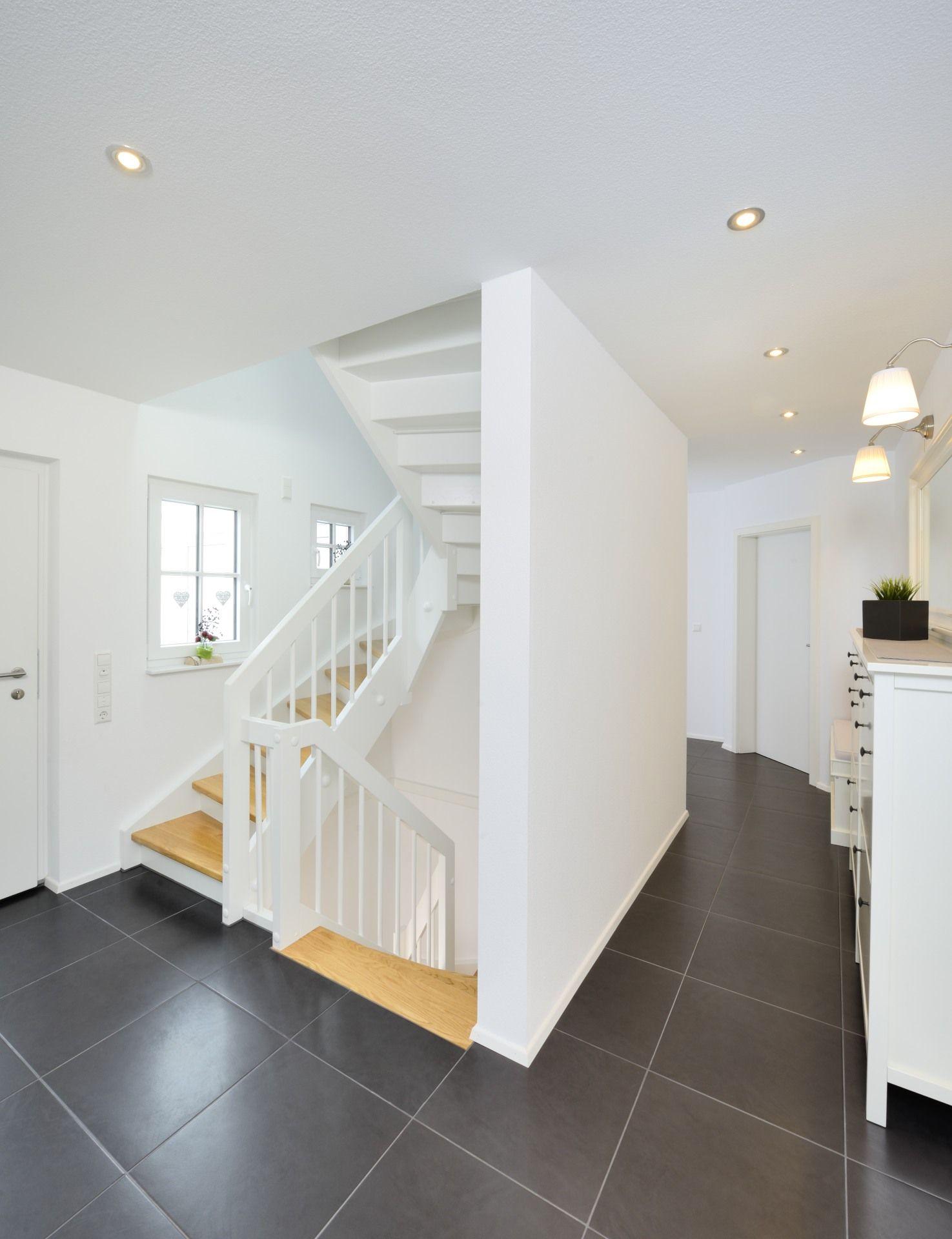 eingestemmte wangentreppe 1 2 gewendelt mit setzstufen haus graner fertighaus weiss. Black Bedroom Furniture Sets. Home Design Ideas
