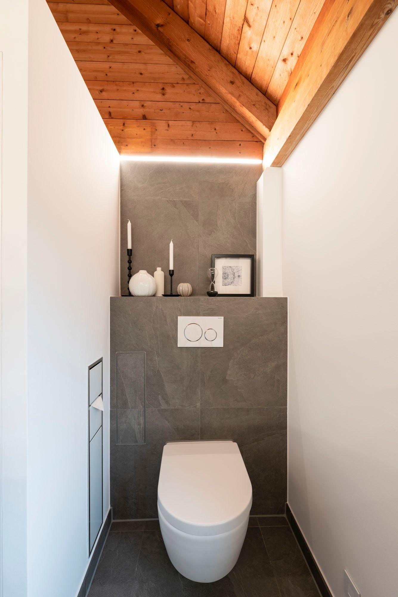 Banovo Traumbad Im Holzhaus Mit Walk In Dusche Und Lichtleisten In 2020 Badsanierung Badezimmerideen Walk In Dusche