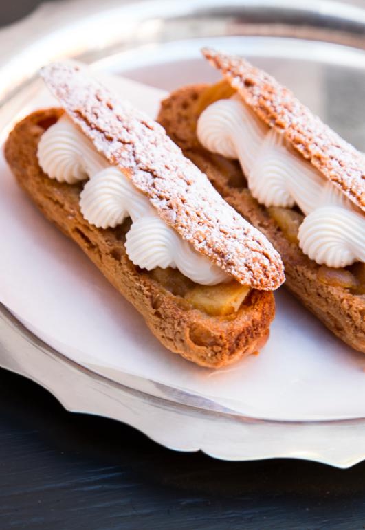Éclair marron - airelles - chantilly vanille en 2019 Patisserie rhubarbe, Dessert et