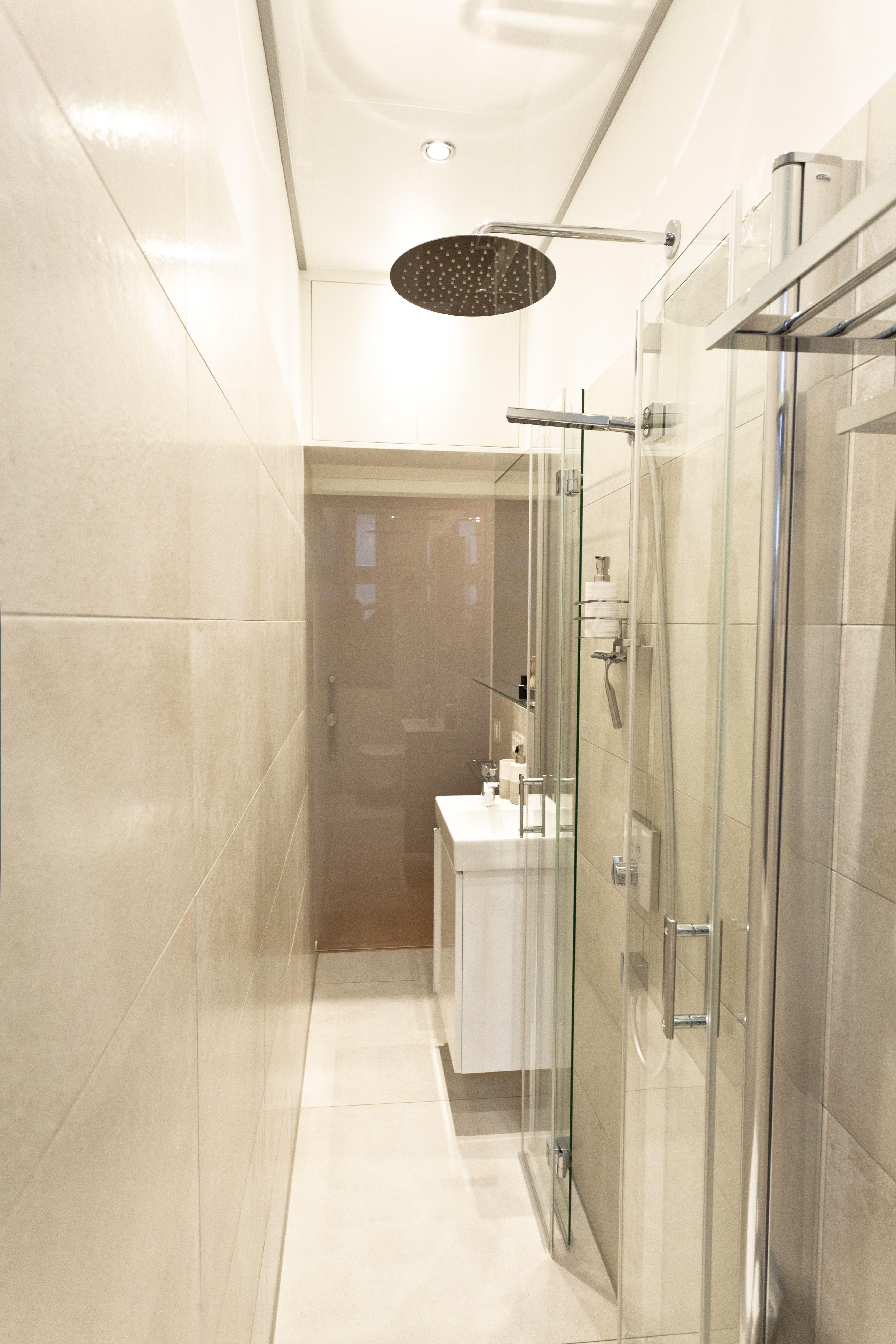 Faltbare Glasduschabtrennung Vergrossert Schlauchbad Banovo Badsanierung Badrenovierung Schlauchbad Kleinesbad Mo Badezimmer Badezimmer Bauen Badsanierung
