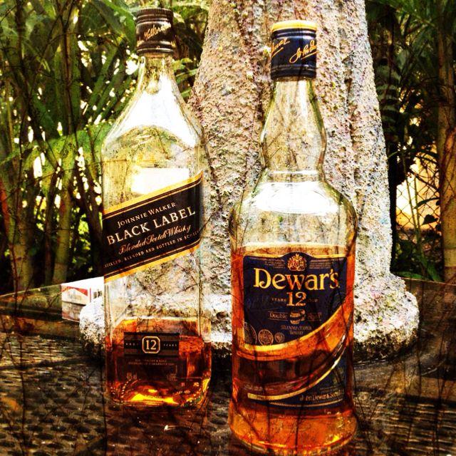 The Battle: Johnnie Walker Black Label vs  Dewars 12 Colour