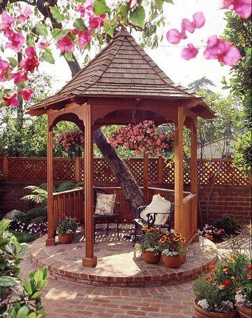 Holz Pavillon Im Garten Ziegelbasis Um Einen Baum Landscaping