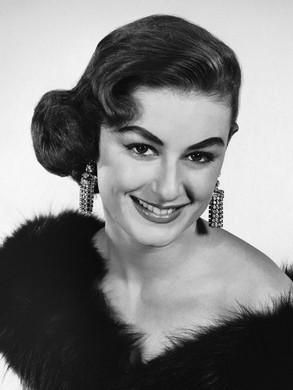 1950s Chignon | 1950s hairstyles, 1950s hairstyles for long hair ...