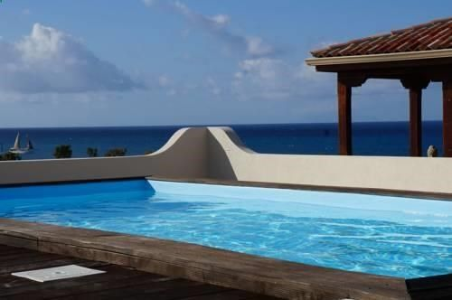 Syriana Cupecoy Syriana offers accommodation in Lowlands, 7 km from Saint Martin. Guests benefit from terrace. Free private parking is available on site. A dishwasher, an oven and a microwave can be found in the kitchen.