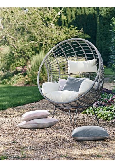 Indoor Outdoor Hanging Chair | Garden Inspiration | Pinterest | Camas