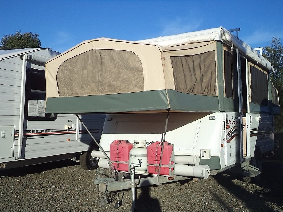 25 2000 Jayco Swan 13 6 X 7 Approx Wind Up Camper Trailer Food