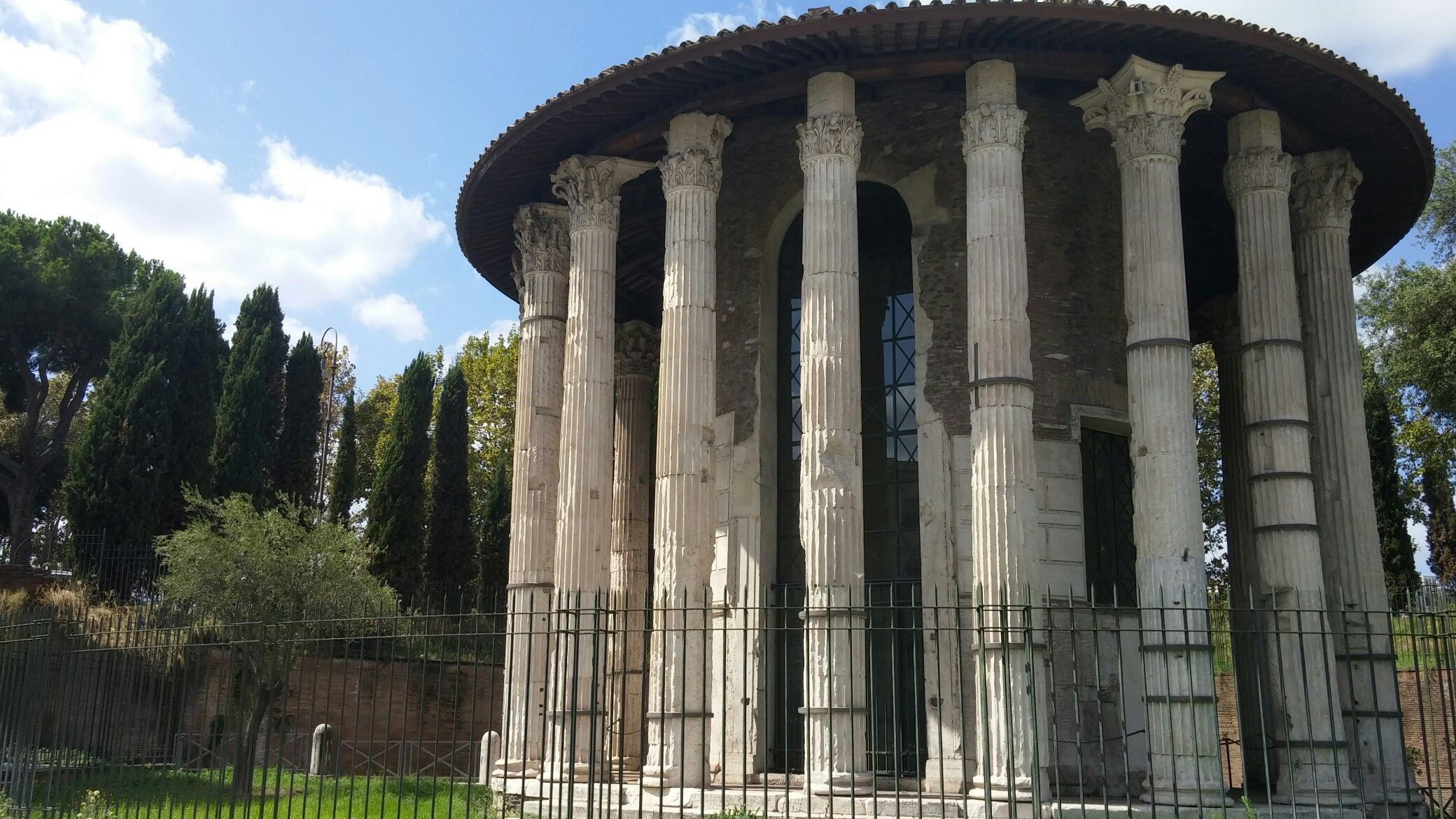 Ro M. Travels to Rome — 14 Places to Visit While Walking ...