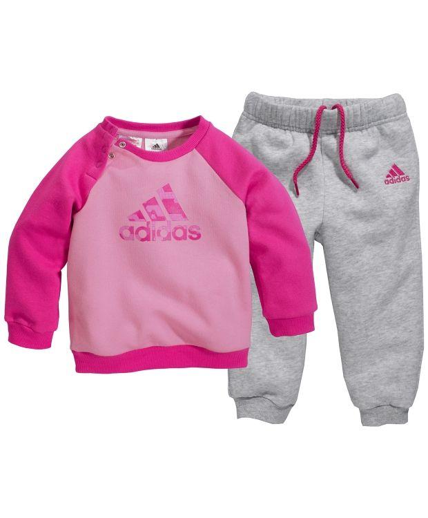 eadff410078 Adidas baby joggedressHerlig joggedress fra Adidas i 70% bomull 30%  polyester. Genser med