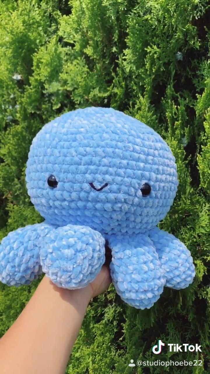 Giant Crochet Fluffy Octopus Plushie, Amigurumi Ti