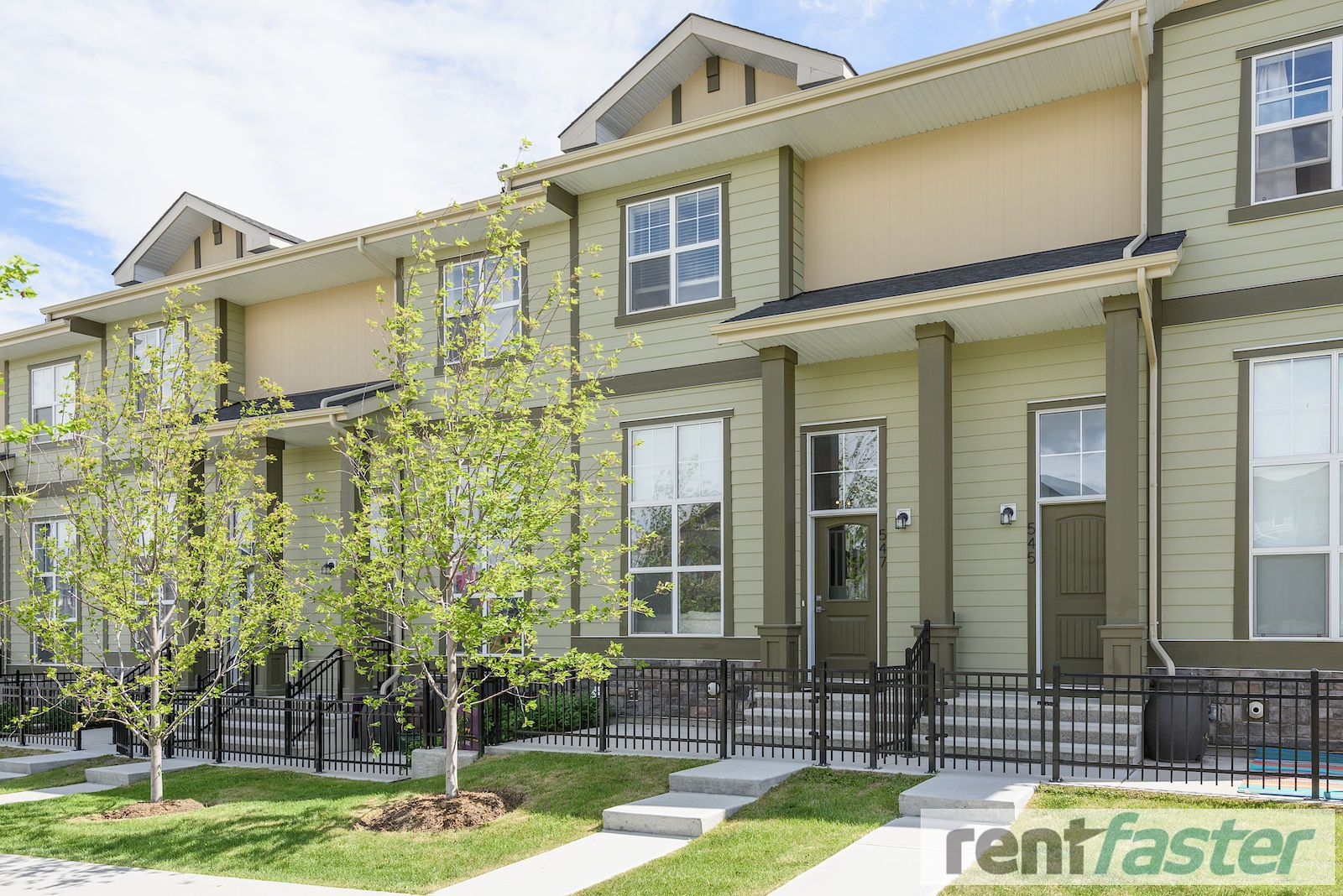Calgary Evanston Townhouse For Rent Available October 2 This 2 Bedroom Town Home Is Cute And Ready To Move In We Were H Townhouse Townhouse For Rent Evanston