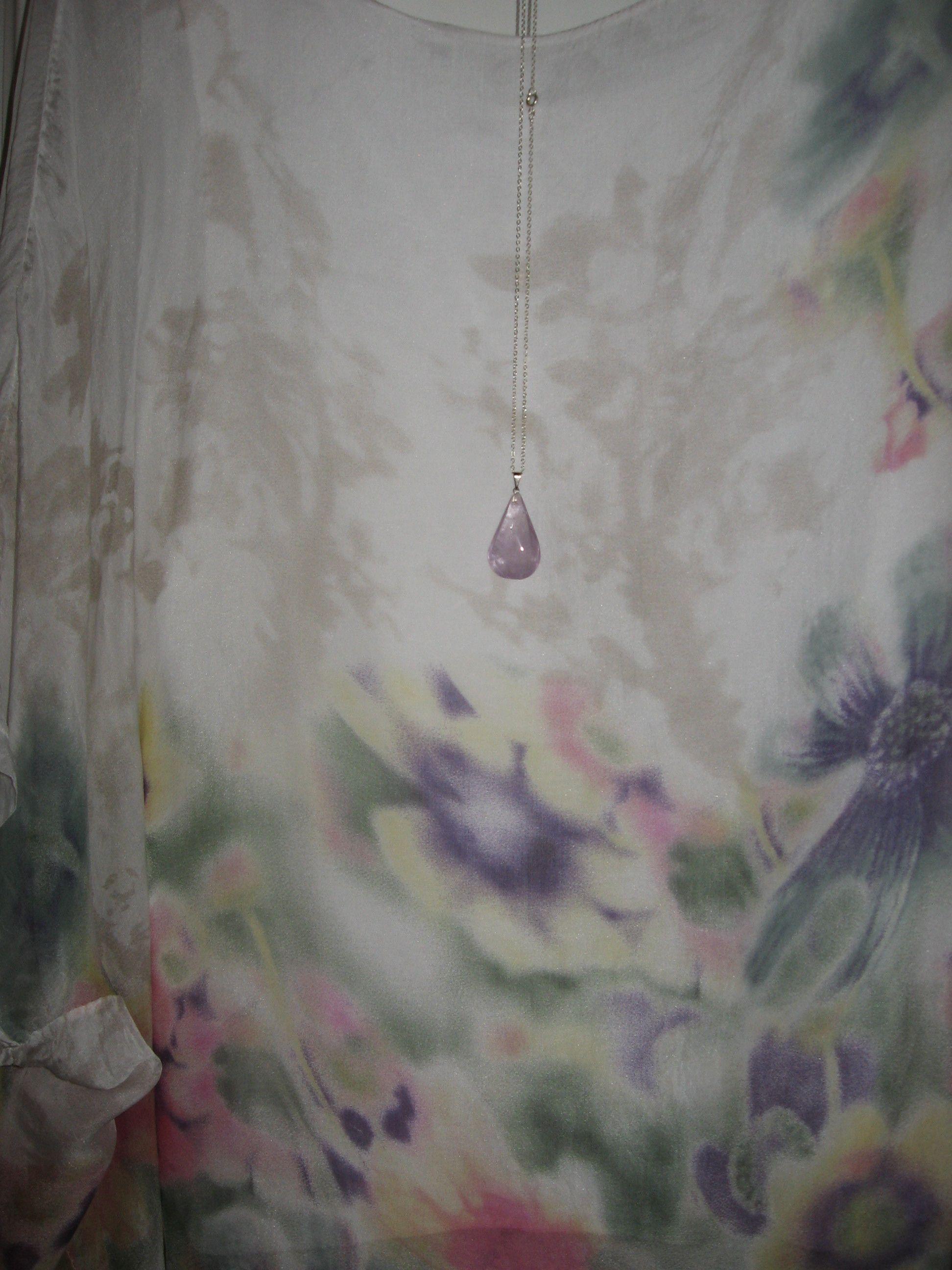 Ildikó bohém összeállítása: ametiszt csepp medál virágos pólóval  #outfit #ásvány #kristály #divat #ásványékszer